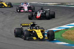 Nico Hulkenberg, Renault Sport F1 Team R.S. 18, leads Romain Grosjean, Haas F1 Team VF-18, and Sergio Perez, Force India VJM11