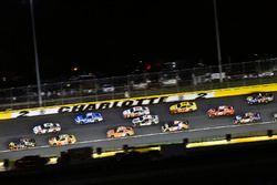 Martin Truex Jr., Furniture Row Racing, Toyota Camry 5-hour ENERGY/Bass Pro Shops e Brad Keselowski, Team Penske, Ford Fusion Discount Tire