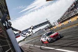 Yarışın kazananı Aurélien Comte, DG Sport Competition Peugeot 308TCR