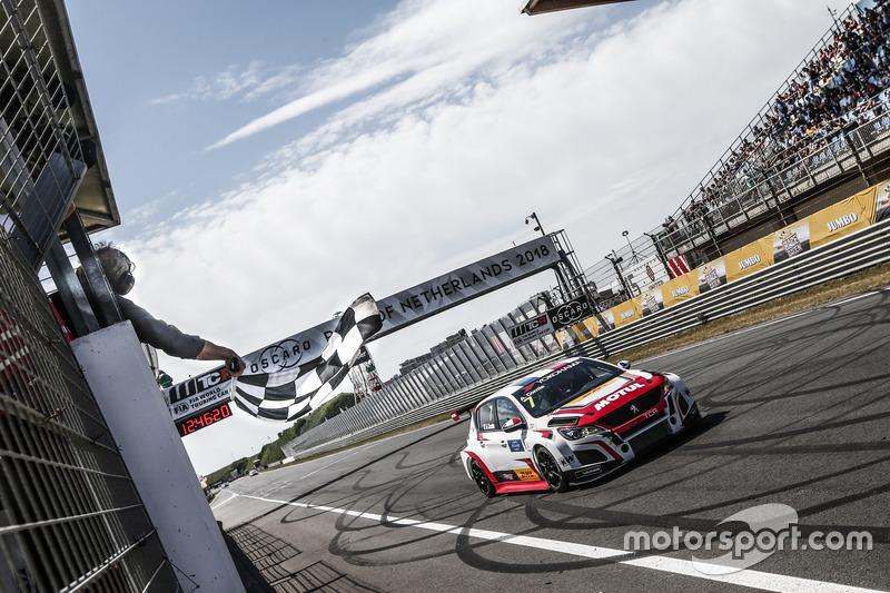 Il vincitore della garaAurélien Comte, DG Sport Competition Peugeot 308TCR
