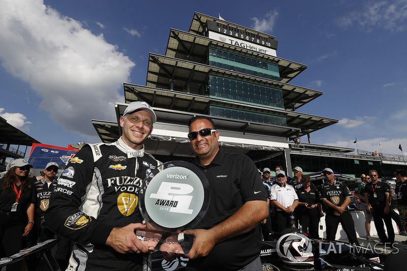 Verizon P1 Poleman Ed Carpenter, Ed Carpenter Racing Chevrolet recive el trofeo P1 Steve Williams Verizon