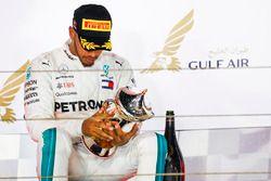 Lewis Hamilton, Mercedes AMG F1, troisième, sur le podium