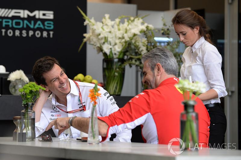 Toto Wolff, Director de Motorsport de Mercedes AMG F1 y Director del equipo de Ferrari Maurizio Arrivabene