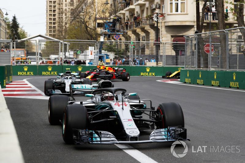 Lewis Hamilton, Mercedes AMG F1 W09, Valtteri Bottas, Mercedes AMG F1 W09, Daniel Ricciardo, Red Bull Racing RB14 Tag Heuer