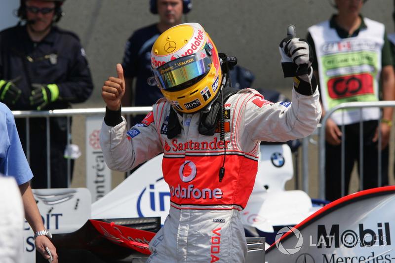 Precisamente en ese fin de semana, su sexto en F1, Lewis Hamilton sumó su primera pole