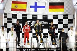 Podium: Race winner Kimi Raikkonen, Lotus F1, second place Fernando Alonso, Ferrari, third place Seb