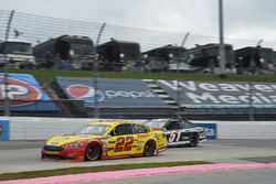 Джой Логано, Team Penske Ford и Кайл Везерман, Rick Ware Racing Chevrolet