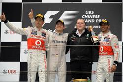 Подиум: второе место – Дженсон Баттон, McLaren, победитель гонки Нико Росберг, Mercedes AMG F1, Норб