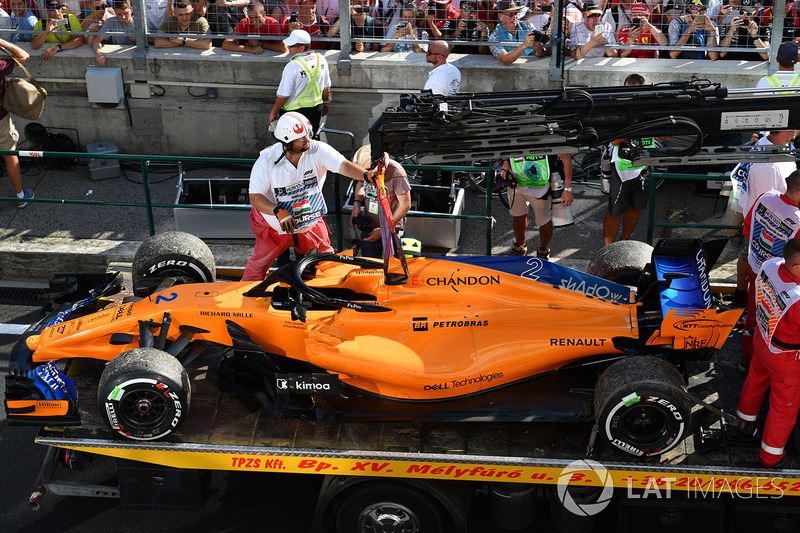 Vandoorne retires while running in the points