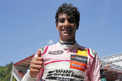 Race winnaar Jehan Daruvala, Carlin Dallara F317 - Volkswagen