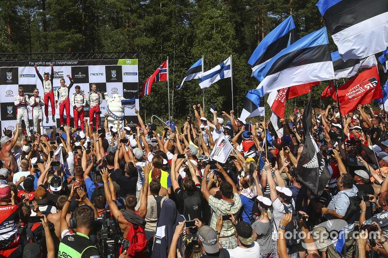 Podio: i vincitori della gara Ott Tanak, Martin Järveoja, Toyota Yaris WRC, Toyota Gazoo Racing, al secondo posto Mads Ostberg, Torstein Eriksen, Citroën C3 WRC, Citroën World Rally Team, al terzo posto Jari-Matti Latvala, Miikka Anttila, Toyota Yaris WRC, Toyota Gazoo Racing