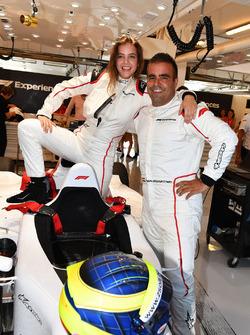 Zsolt Baumgartner, pilota della biposto F1 Experiences e Barbara Palvin, passeggera della biposto F1 Experiences
