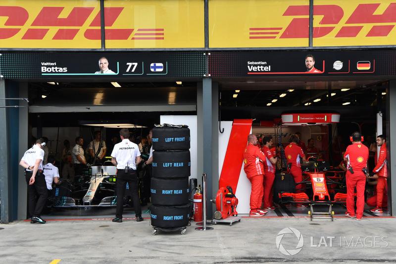 Garasi tim Mercedes AMG F1 dan Ferrari