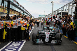 Lewis Hamilton, Mercedes-AMG F1 W09 EQ Power+ in parc ferme