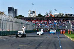 Lewis Hamilton, Mercedes-AMG F1, tijdens de rijdersparade