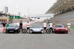 Max Verstappen, Red Bull Racing, Daniel Ricciardo, Red Bull Racing, con el Aston Martin Vanquish S.