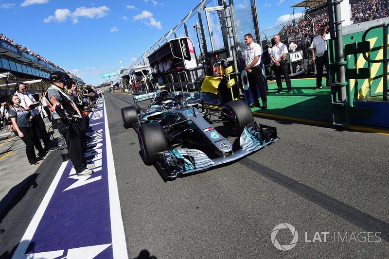 Из-за аварии по ходу Q3 и последующей замены коробки передач Валттери Боттас начал гонку в Мельбурне с 15-го места. Для финна это стало худшей стартовой позицией с момента его перехода в Mercedes