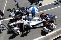 Sergey Sirotkin, Williams FW41, arranca desde el pit lane