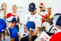 Sergio Perez, Force India, rencontre les grid kids