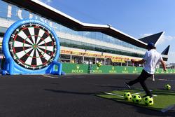 Fernando Alonso, McLaren plays football darts