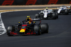 Max Verstappen, Red Bull Racing RB14, leads Sergey Sirotkin, Williams FW41, and Lance Stroll, Williams FW41