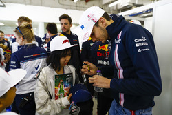 Esteban Ocon, Force India, meets a young fan
