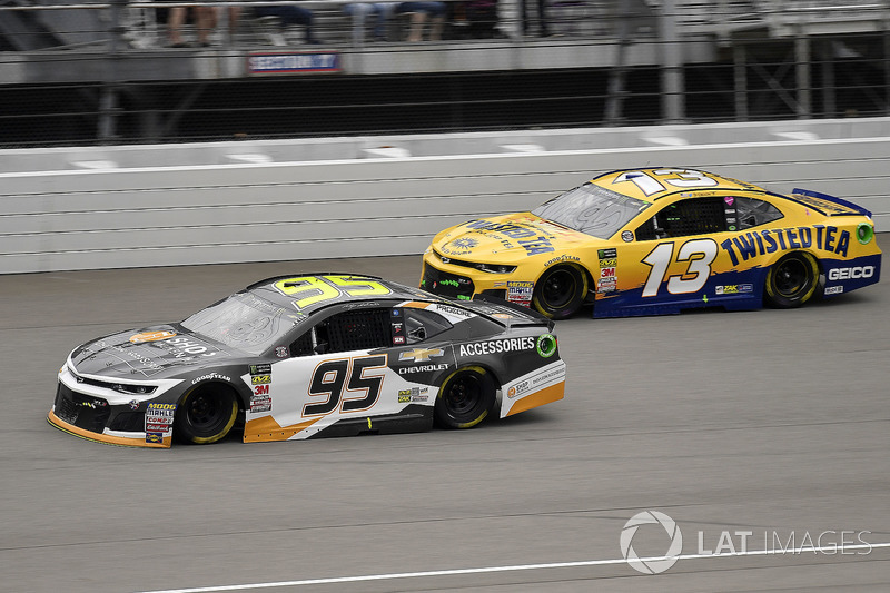 Kasey Kahne, Leavine Family Racing, Chevrolet Camaro Chevy Accessories e Ty Dillon, Germain Racing