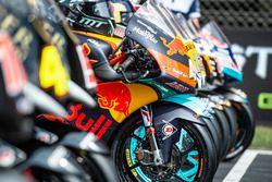 Gruppenfoto: Moto3-Bikes von KTM