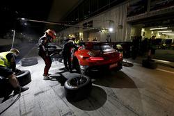 Pit stop, #3 Black Falcon Mercedes-AMG GT3: Khaled Al Qubaisi, Jeroen Bleekemolen, Luca Stolz, Manue