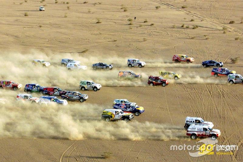 Les voitures dans le désert du Mali en 1987