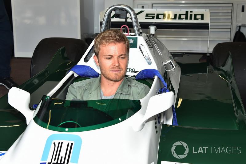 Nico Rosberg, nell'abitacolo della Williams FW08 del padre Keke Rosberg