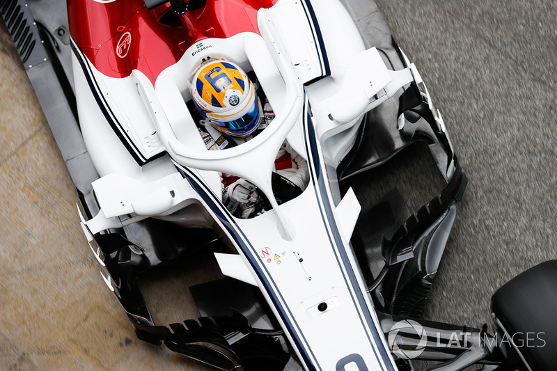 Kevin Magnussen, Haas F1 Team VF-18i, enters the pits