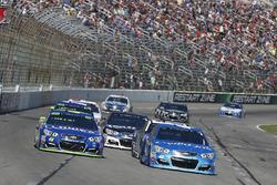 Jimmie Johnson, Hendrick Motorsports Chevrolet, Kyle Larson, Chip Ganassi Racing Chevrolet