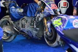 De motor van Maverick Viñales, Yamaha Factory Racing na zijn crash
