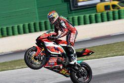 Kevin Manfredi, Yamaha, Team Rosso e Nero, festeggia la vittoria