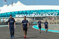 Pascal Wehrlein, Sauber loopt een ronde over het circuit