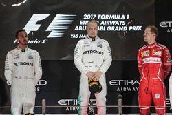 Podio: il vincitore della gara Valtteri Bottas, Mercedes AMG F1, il secondo classificato Lewis Hamil