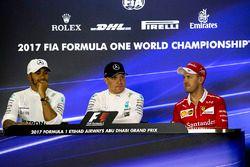 Обладатель поула Валттери Боттас, второе место – Льюис Хэмилтон, Mercedes AMG F1, третье место – Себ