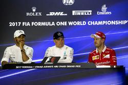 Conférence de presse : le poleman Valtteri Bottas, Mercedes AMG F1, le deuxième, Lewis Hamilton, Mercedes AMG F1, le troisième, Sebastian Vettel, Ferrari