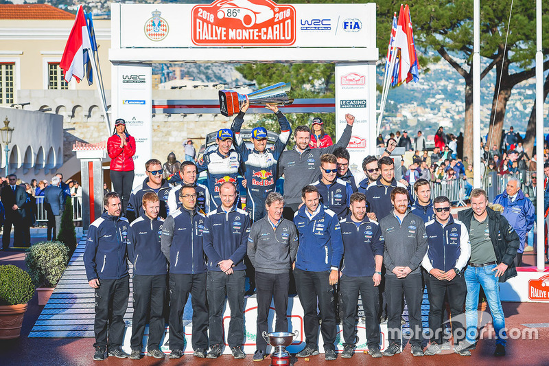 Winners Sébastien Ogier, Julien Ingrassia, Ford Fiesta WRC, M-Sport Ford with the team members