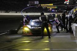 #69 HART Acura NSX GT3, GTD: Chad Gilsinger, Ryan Eversley, Sean Rayhall, John Falb, pit stop