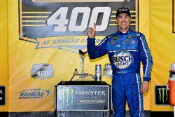 Kevin Harvick, Stewart-Haas Racing, Ford Fusion Busch Light gana