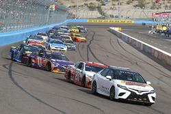 Matt Kenseth, Joe Gibbs Racing Toyota, Denny Hamlin, Joe Gibbs Racing Toyota y Martin Truex Jr., Fur