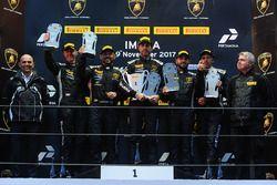 Podium Europe AM : le vainqueur Raffaele Giannoni, Automobile Tricolore, les deuxièmes, Andrej Lewandowski, Teodor Myszkowski, VS Racing, les troisièmes, Philipp Wlazik, Florian Scholze, Dörr Motorsport