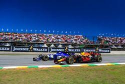 Marcus Ericsson, Sauber C36 lotta con Daniel Ricciardo, Red Bull Racing RB13