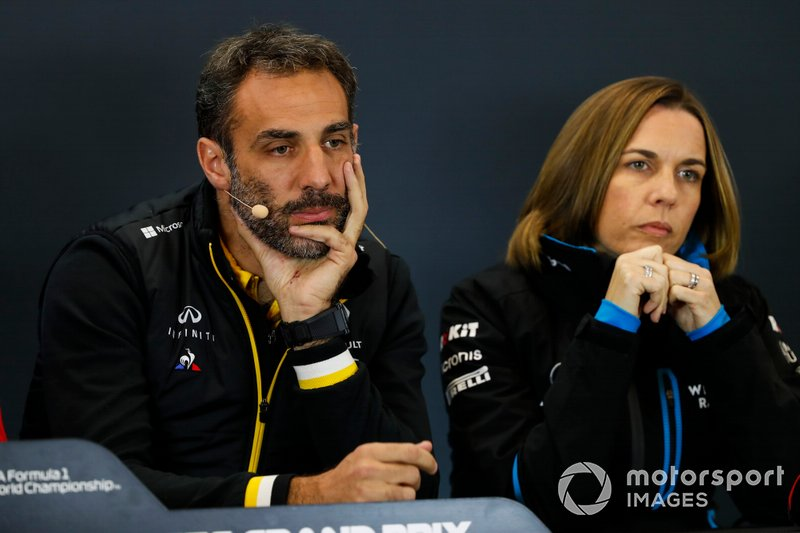 Cyril Abiteboul, Director General, Renault F1 Team, y Claire Williams, Subdirectora del equipo, Williams Racing