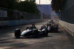 Ник де Врис, Mercedes-Benz EQ Formula E Team, Mercedes-Benz EQ Silver Arrow 01, и Робин Фрейнс, Virgin Racing, Audi e-tron FE06