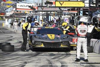 #4 Corvette Racing Corvette C8.R, GTLM: Oliver Gavin, Tommy Milner, Marcel Fassler - pit stop