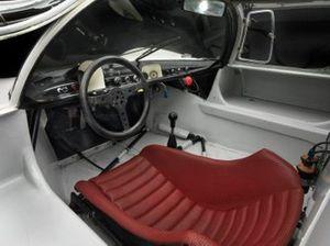 Cockpit de la Porsche 910 1967