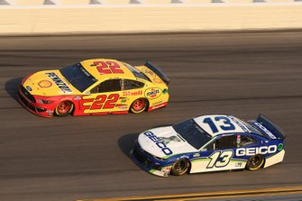 Joey Logano, Team Penske, Ford Mustang Shell Pennzoil, Ty Dillon, Germain Racing, Chevrolet Camaro GEICO